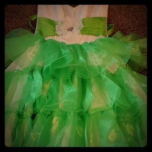 Womens dress..wedding/ball gown/quiencera.